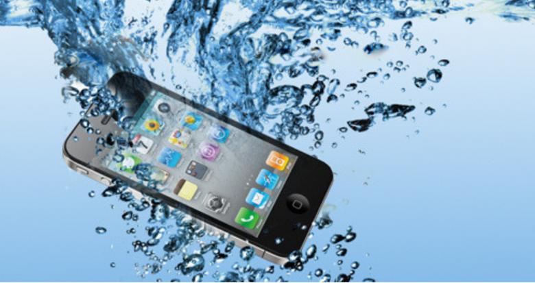 iPhone im Wasser